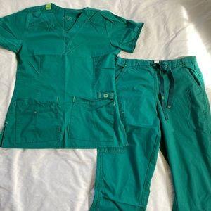 Green wonder flex scrub set